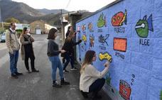 Bárcena ofrece sus calles y edificios para una clase de arte al aire libre