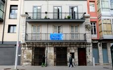 El edificio de viviendas más antiguo de la ciudad rehabilita su fachada