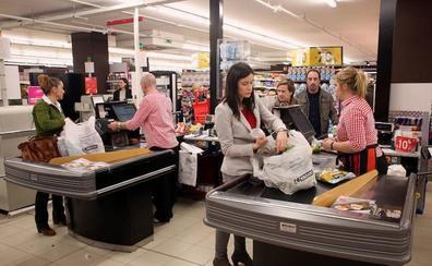 Los economistas del IEE prevén que el aumento del salario mínimo provocará un «empleocidio»