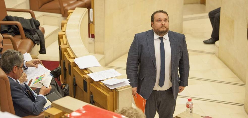 Ciudadanos pide a la Fiscalía que investigue el 'caso Casares' para que la UC «no se convierta en la Juan Carlos I»
