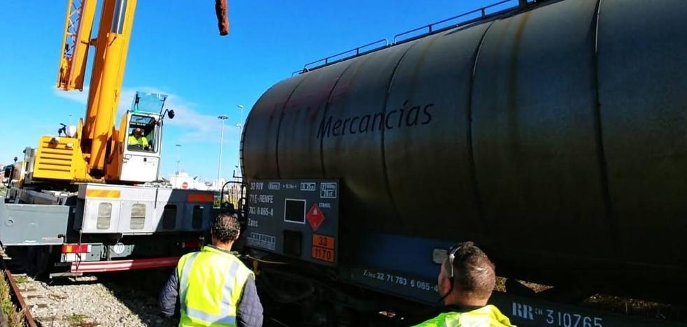 Descarrila un vagón cargado de bioetanol en el acceso al Puerto de Santander