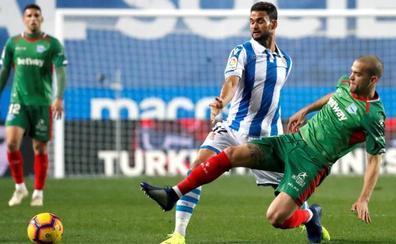 El Alavés mete en serios problemas a una Real Sociedad irreconocible
