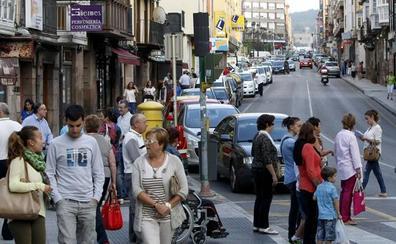 Torrelavega ensaya la peatonalización de parte de la calle Julián Ceballos