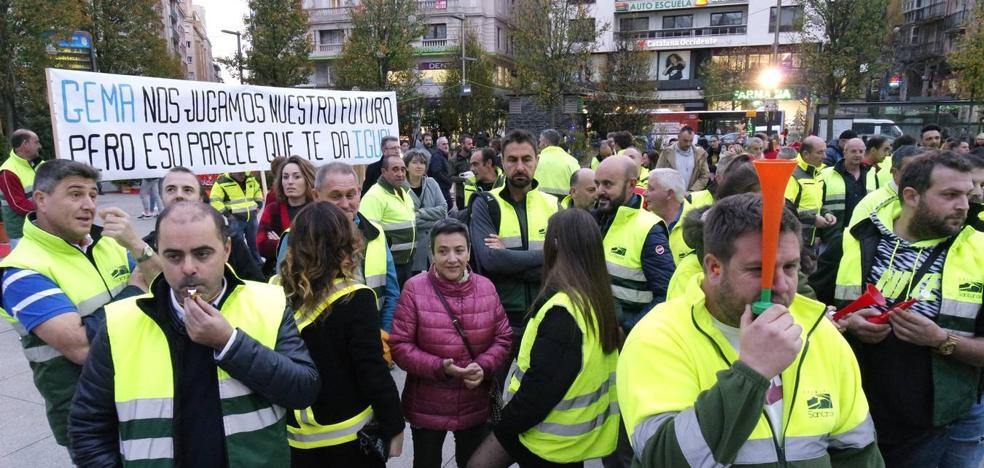 La protesta por Parques y Jardines continúa en la calle y los despachos