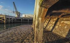 El Puerto estudia reconstruir con piezas de cristal el muelle de Maura y dotarlo de luz
