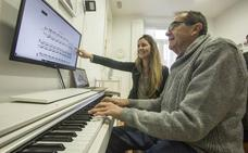 «El piano abre un mundo nuevo al eliminar secuelas del tratamiento contra el cáncer»