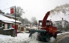 El Gobierno dota de una máquina quitanieves a Luena