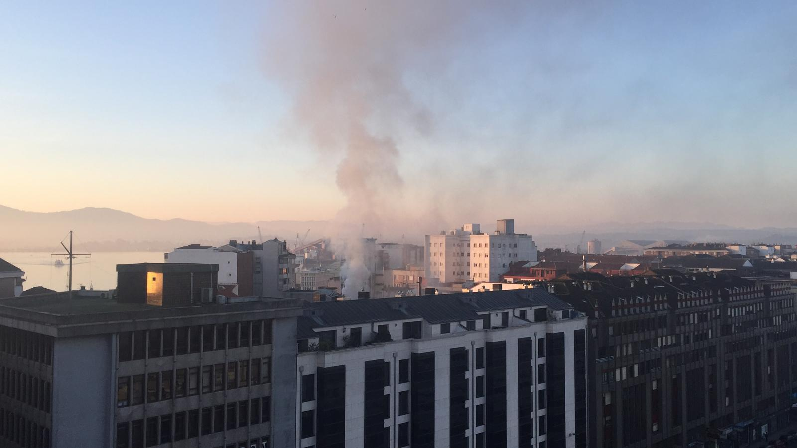Incendio en la cuarta planta de un edificio de la calle Madrid