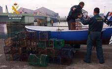 Dos mariscadores furtivos, uno de ellos con un historial de 50 denuncias, cazados con 21 kilos de percebes