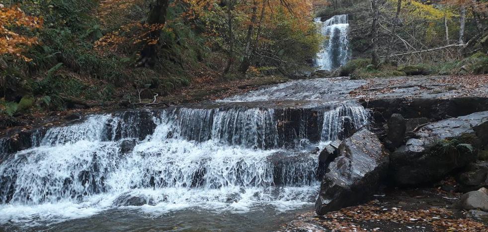 Una ruta de ensueño desde Bárcena Mayor hasta la cascada de La Arbencia