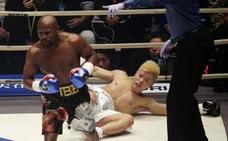 El circo de Mayweather: 3 horas tarde por estar de fiesta, burlas en el ring y KO en 138 segundos