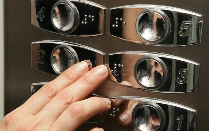 Ejemplos cotidianos de braille