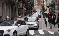El tráfico vuelve a atravesar la calle Cervantes de Santander