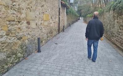 Destrozan el nuevo alumbrado público de la calle La Viña de Los Corrales