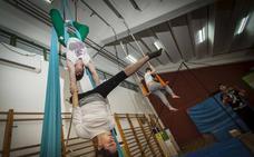 La Escuela de Circo de Torrelavega inicia un monográfico de acrobacia aérea