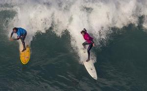 Vuelven las olas gigantes a El Bocal, pero la Vaca sigue sin permiso para celebrarse