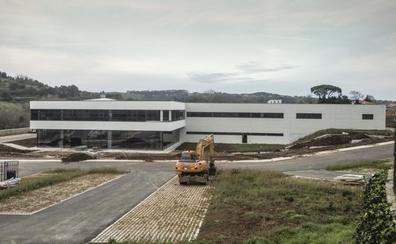 Cantabria Labs se prepara para el traslado de maquinaria a su complejo de Villaescusa