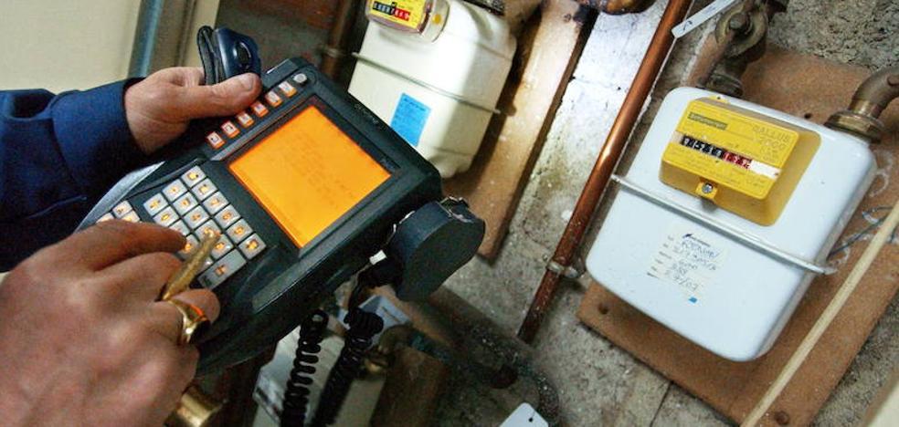 La CNMC no podrá fijar los peajes de la luz y el gas hasta 2020 y bajo supervisión