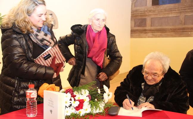 Covadonga Vejo presenta su obra poética 'A la sombra del tejo de Lebeña'