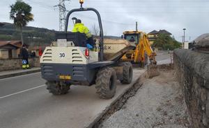 Los Corrales pone a punto sus calles y sustituirá las baldosas por asfalto fundido