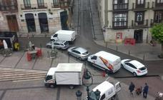 Las calles del Ensanche, copadas por los coches