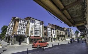 Los vecinos exigen paralizar los derribos de los edificios desalojados de Reinosa