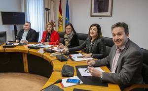 El Parlamento disuelve el grupo de Podemos y deja a sus tres diputados sin cargos