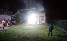 Se incendia una vivienda en San Román de Cayón, cuyos ocupantes lograron escapar a tiempo