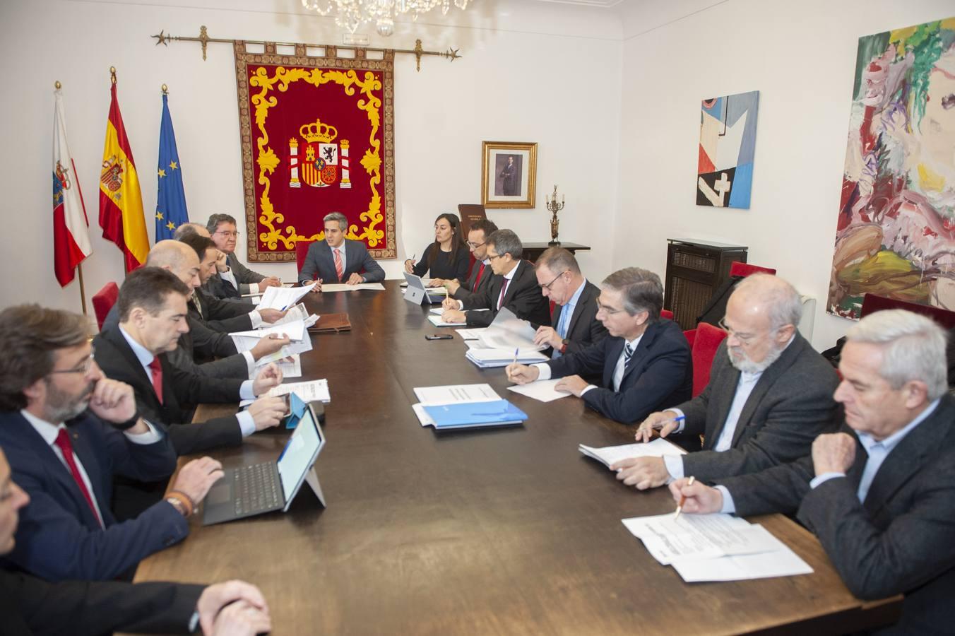 Fomento estudiará la conexión ferroviaria con Bilbao, pero Zuloaga advierte que la prioridad es la Meseta