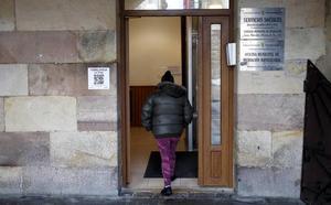 Colapso en los servicios sociales de Torrelavega con más de la mitad de la plantilla de baja