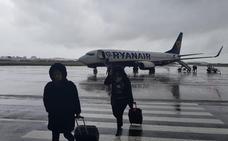 Un pájaro en un motor retrasa casi siete horas el vuelo de Santander a Londres