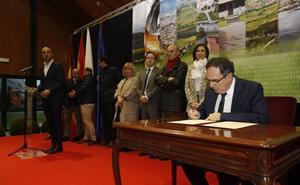 El Gobierno regional respalda la suma de fuerzas de los diez ayuntamientos del Besaya