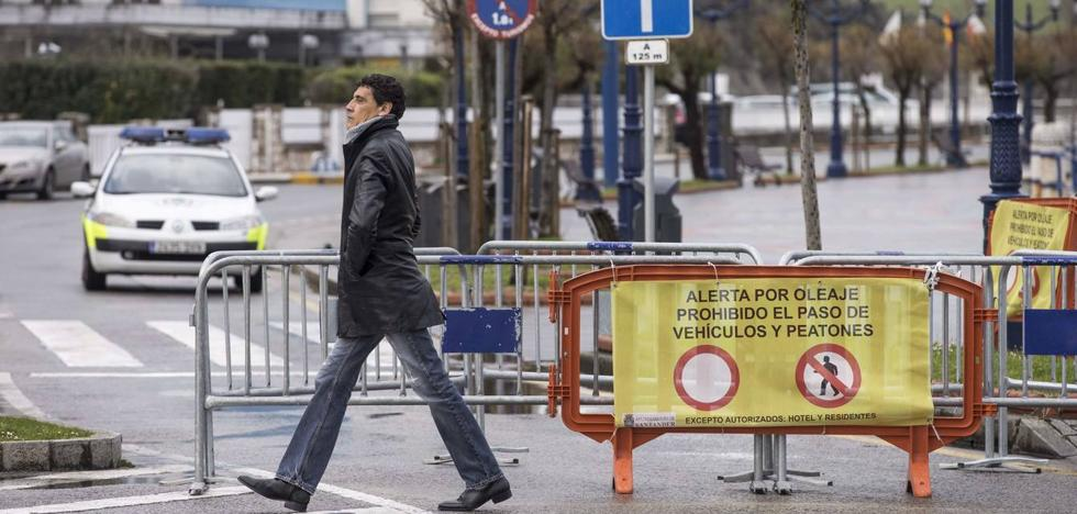 Santander se blinda ante la alerta naranja por fuerte oleaje