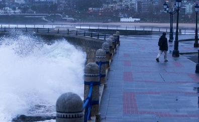 Las inundaciones paralizaron durante horas el tráfico de Feve entre Santander y Torrelavega