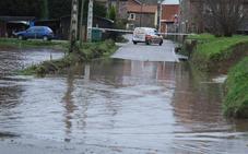 La lluvia lleva al límite a los ríos y provoca inundaciones y argayos por toda Cantabria