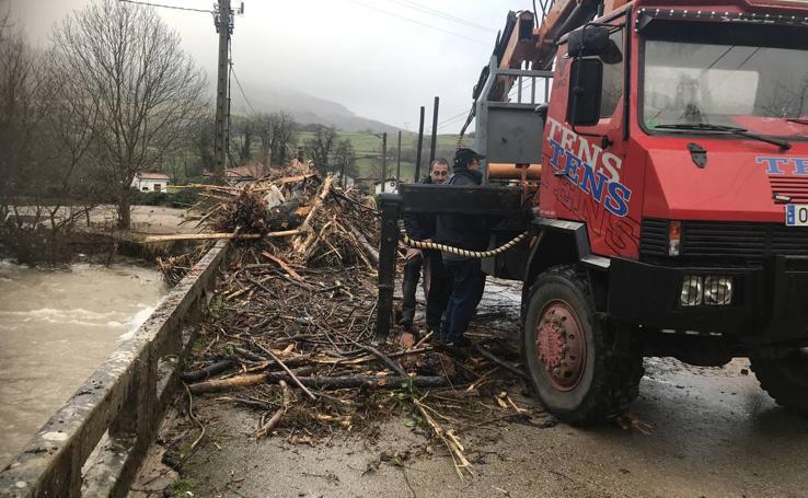 Cantabria lucha para recobrar la normalidad tras las riadas