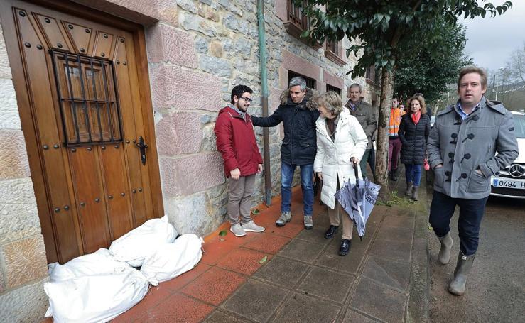 La ministra de Sanidad visita las zonas afectadas por las inundaciones