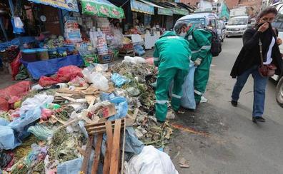 Unas 1.500 toneladas de basura inundan las calles de La Paz en Bolivia