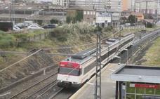 Adif se compromete a estudiar las dos ideas que propone Camargo para cubrir las vías del tren