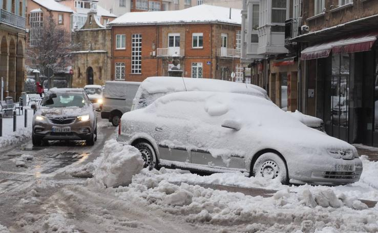 La nieve cubre las calles de Reinosa