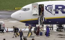 Ryanair seguirá operando en Cantabria tras firmar una prórroga de cuatro años con el Gobierno