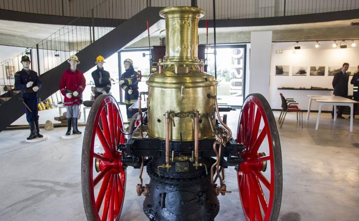 Sidenor cede al Museo de los Bomberos una bomba a vapor del siglo XIX