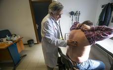 Cantabria arrastra un déficit de más de 40 médicos y otros tantos se jubilan este año