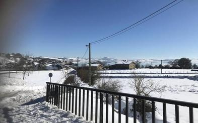 La nieve cubre los pueblos de Campoo de Yuso que rodean el Pantano del Ebro
