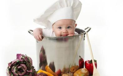 Los mejores detergentes para quitar las manchas de comida de la ropa, según la OCU