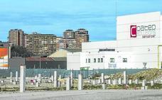Santander Coated traslada a León maquinaria almacenada para su expansión en el Puerto