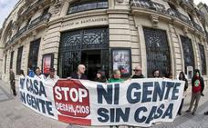 Un anónimo paga la deuda de la familia que iba a ser desahuciada en Santoña