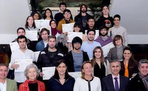 Santander ofrecerá ayudas de hasta 5.000 euros a las empresas que contraten a jóvenes