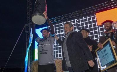 El gallego Juan Fernández gana la competición de surf de La Vaca