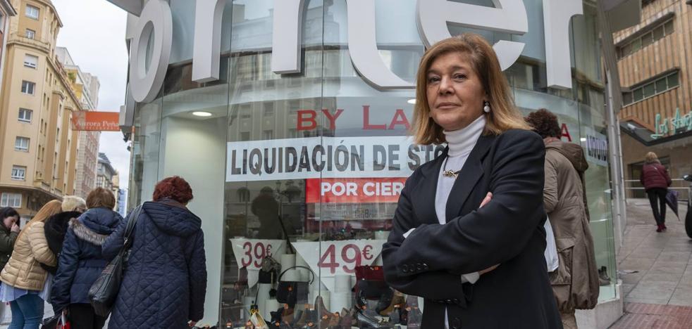 La Zapatería Corner cierra tras 56 años por las rebajas permanentes